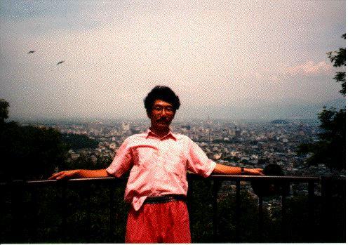 1996年8月福井市八幡山山頂にて